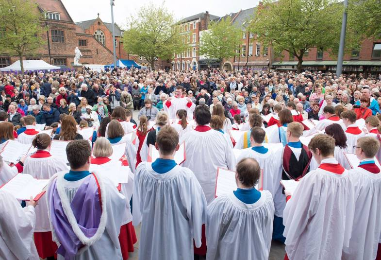 Hull Minster Making Outdoor Service