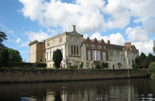 Bishopthorpe Palace from the river